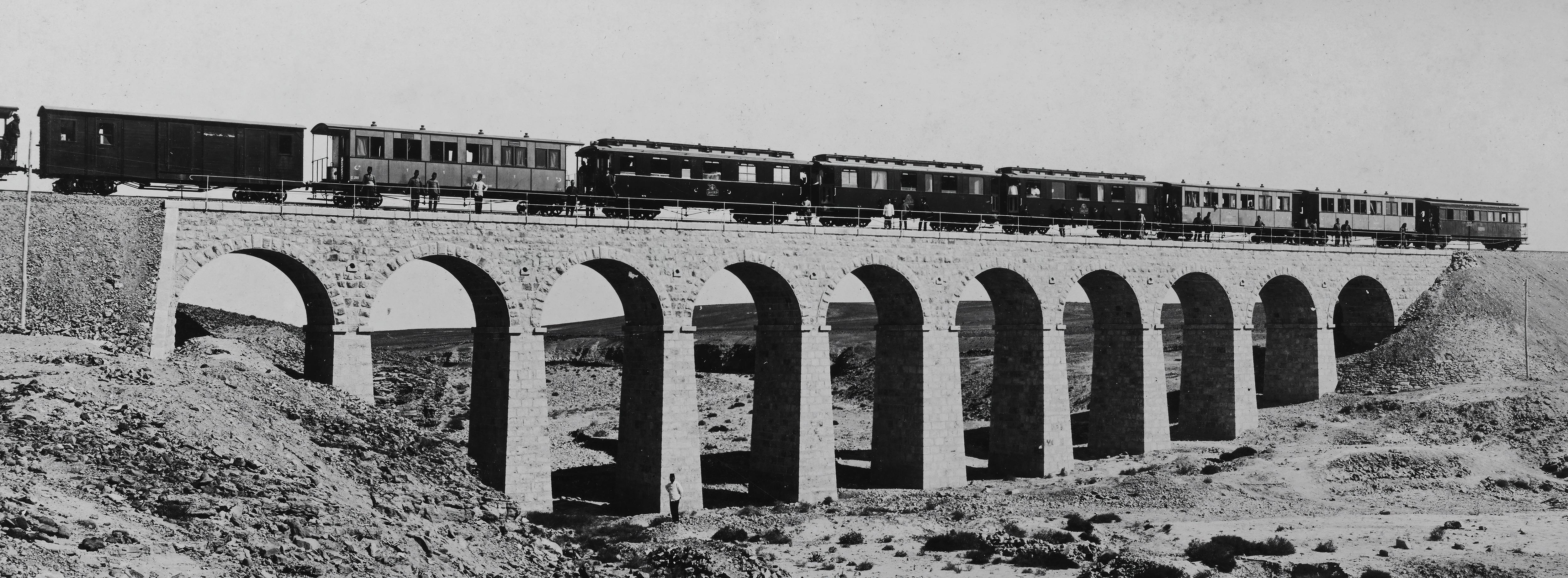 Album with 50 photographs of the Hijaz railway