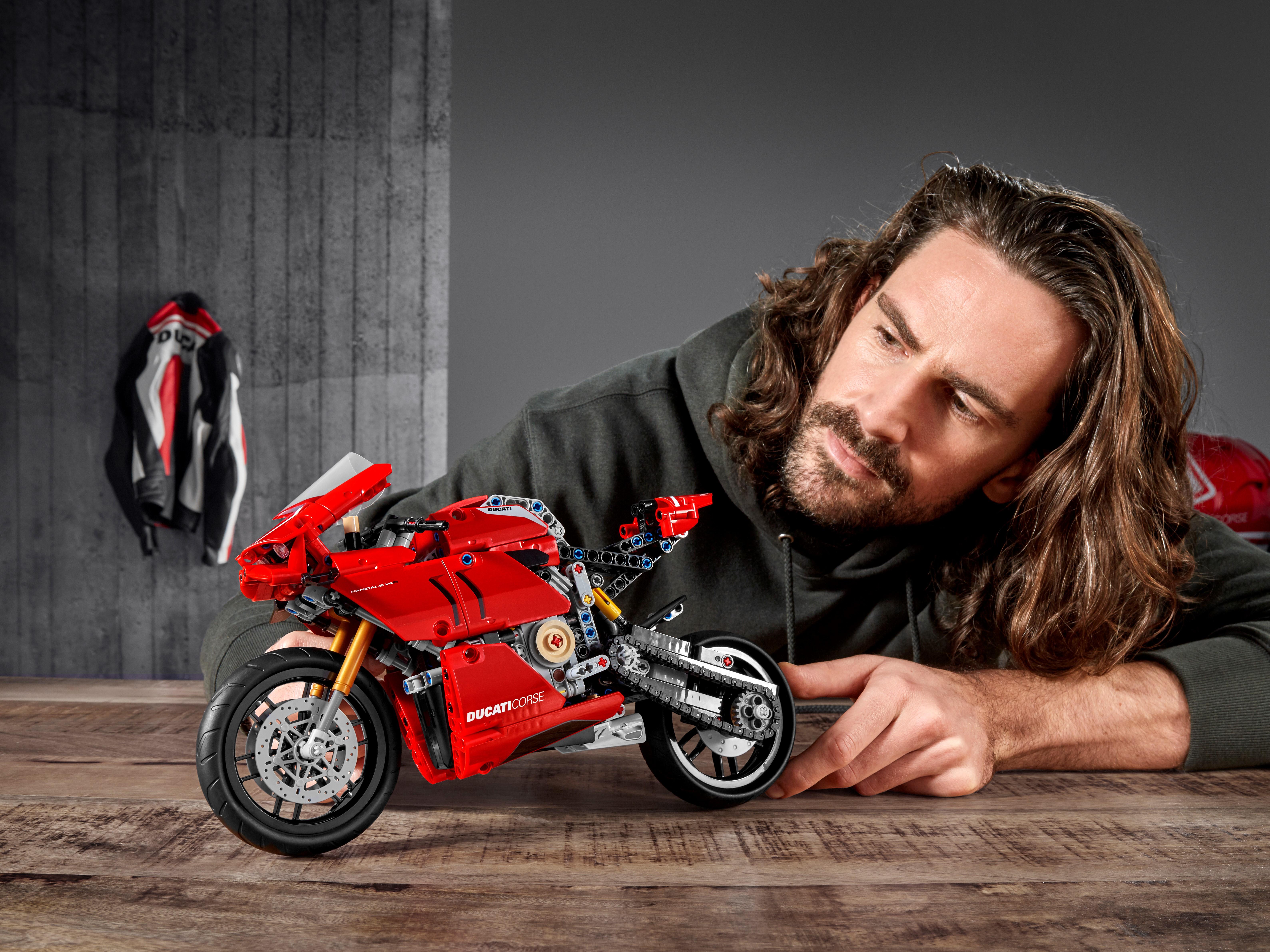 Lego Technic Ducati Panigale V4 R
