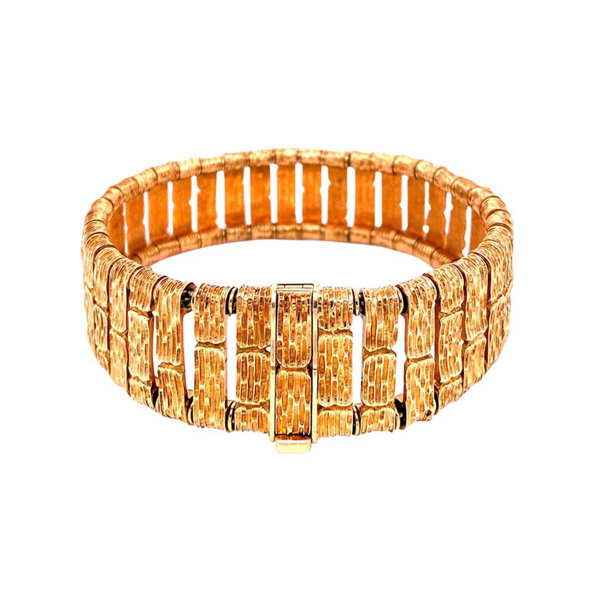 gold-bracelet-6d4d